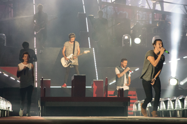 "@onedirection @Alamodome One word concert review: ""AWESOME!"" #WWAT921. http://t.co/hrr2xEmiX7"