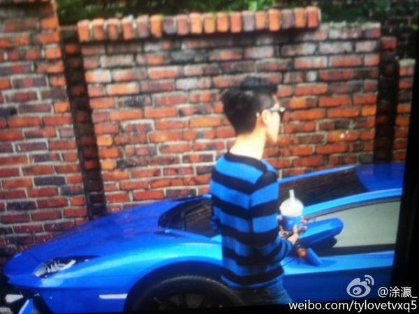Junsu and his blue Lamborghini. This is CEO of Toscana Hotel. Lol http://t.co/iK8HIRee47