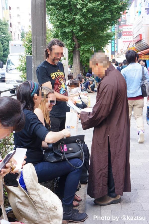 秋葉原に偽僧侶が登場 外国人観光客が騙される
