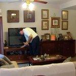 Valencia y Andalucía, las CCAA donde más amos de casa hay de toda España [VÍDEO] http://t.co/Yjv102Aizm http://t.co/qxypljJqlj