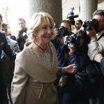 """RT @A3Noticias: Esperanza Aguirre dice estar """"encantada"""" de declarar y asegura que contará """"toda la verdad"""" ▶ http://t.co/DuDqCVnH8t http://t.co/IVjgbNDYKt"""