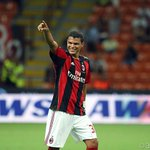 Feliz Aniversário Thiago Silva! Parabéns! Happy Birthday @tsilva3! http://t.co/0uWAGbNc9w