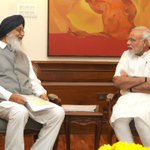 Chief Minister of Punjab Shri Parkash Singh Badal calling on the Prime Minister Shri @narendramodi http://t.co/O4KTU8sVxx