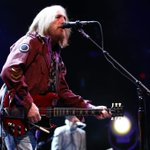 RT @TBOent: Review: Tom Petty gets back to his roots, shows hes still a rocker in spirited #Tampa show. http://t.co/kP6Eh0jqcJ http://t.co/f8j43ffPfw