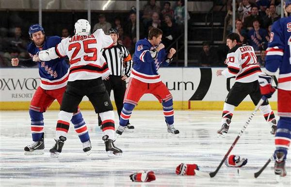 Hockey's back. @NHLDevils vs. @NYRangers tonight! @NHL http://t.co/0Z28AGCWyM