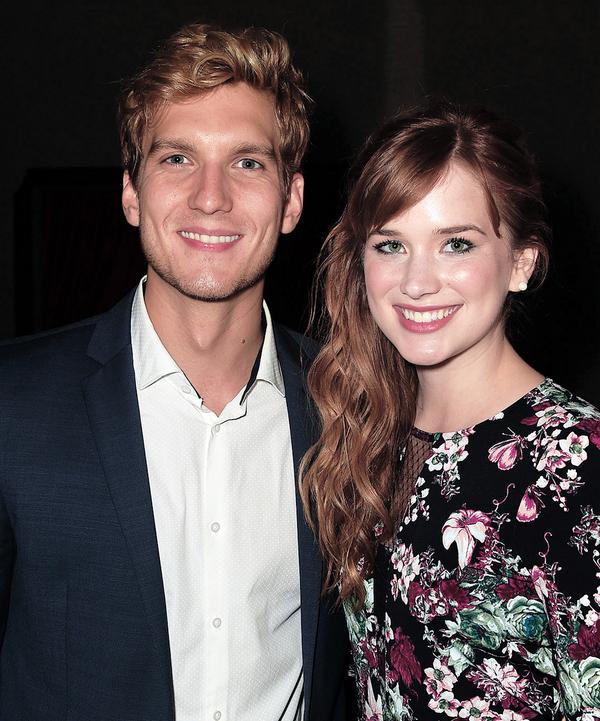 Kristoff and Anna : )  @scottmfoster @elizabethdlail @OnceABC @DisneyFrozen http://t.co/Epk7LqgxM1