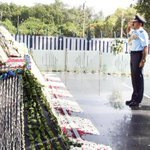 The Chairman, COSC & Chief of the Air Staff, Air Chief Marshal Arup Raha paying homage at #WarMemorial, in New Delhi. http://t.co/EbB4jbSgqG