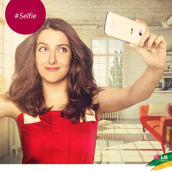 Com o L70 você pode tirar selfies incríveis e compartilhar com seus amigos. Faça como a Clarice Falcão! #SeLiga http://t.co/o3RtPQBRIc