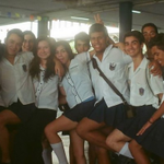 ブラジルの性同一性障害の高校生がスカートを履き校則の服装規定違反だと罰せられたことに対し、クラスメートがスカートを履いて抗議。生徒達の反応をみて校長が校則の見直しを検討する動きに繋がる。 http://t.co/81U9D3mrlp http://t.co/WGvyJKExkl