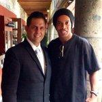 RT @TROFIMUNDO: Dos grandes @sergiosalmon y @10Ronaldinho. Por supuesto, sólo en @el_caserio http://t.co/0HOZBY1byK
