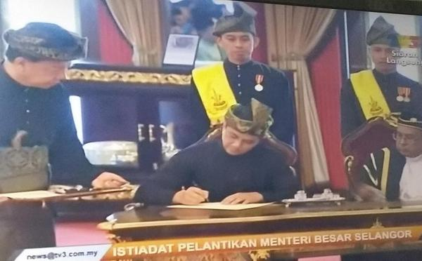 Congratulations @AzminAli the 15th Menteri Besar of Selangor. May God guide your steps in these trying times. http://t.co/aazlJxCzG6