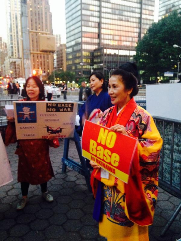 国連前 辺野古新基地建設に反対する議員要請団 の集会  島唄が響いています。 #UN #NYC http://t.co/frDCQr2h5r #okinawa @nagano_t  @KosukeGoto2013 http://t.co/l1HWGV0vQM