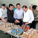 Ya en Arizpe Gobernador @guillermopadres y Srio.@navarreteprida Visitan Centro de acopio. @19_vidalvaz http://t.co/lIheqdE2QI