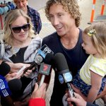 Brownlow Medalist Matt Priddis back in Perth, greeted by his wife and daughter. http://t.co/QuHq5Fa0wU #goeagles http://t.co/DxOcvdgoju
