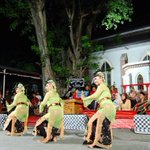 #seniSMG Selayang Pandang Gambang #Semarang | @GSAC_ID @lopenSMG | http://t.co/kKSdGBzJLS http://t.co/eYg25Nl3AR