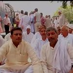 #Delhi: RLD Chief Ajit Singhs supporters protest at Tughlak road http://t.co/fBsblveWKY