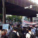 RT @hazuma: 対岸に来た。向こうは警官ばかり! http://t.co/0XhcWTpraH