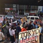 RT @hazuma: 警察的には、在特会は合法的なデモで、カウンターは暴徒予備軍の群衆ってことなんだろう。確かにそう見える。通行人もそう思ってるのがわかる。しかし主張は。。 http://t.co/dXPmkR1ijx