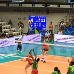 #Volley2014Ts #Volleymondiali14 @ComunediTrieste #canada 2 #Cameroun 1 in questo momento http://t.co/UK2xegXzim