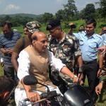 HM rides a motorbike to reach the CRPF camp located deep inside the jungles of Saranda. http://t.co/6NLNMvuktI