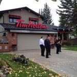 Something you dont see everyday... Pop-up Tim Hortons at a house in SW Calgary #yyc #cbc http://t.co/gMIVyNKgV1