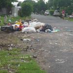 Pregunta del día: ¿Qué debemos hacer con la gente que tira la basura a la calle o a los ríos? http://t.co/S0oGGyuBrR