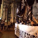 مظاهرة في #تركيا تنديداً بغارات التحالف الغربي العربي الخائن الذي يستهدف #الدولة_الإسلامية و #جبهة_النصرة في #سوريا http://t.co/cALuCVjkRa