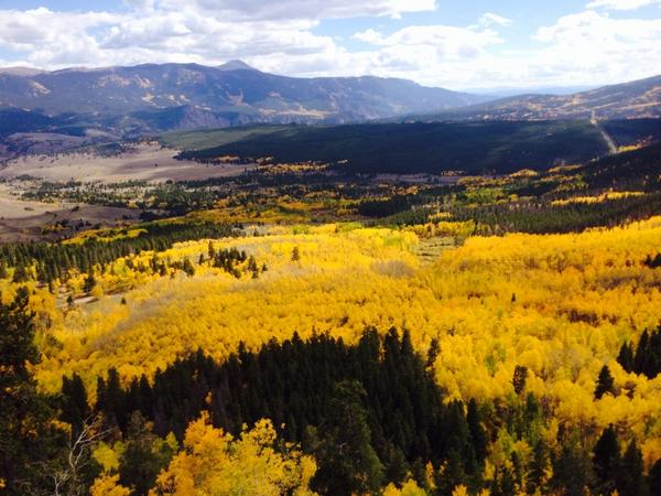Pretty overlook with fall colors. Wow! 9/23 #colorado http://t.co/L4zmz2ckOm