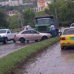 RT @Periodista507: Accidente de transito subiendo Loma del Rod Carew a #Panamá pavimento mojado manejar con precaucion @TraficoDiario http://t.co/dUFdnKvVof