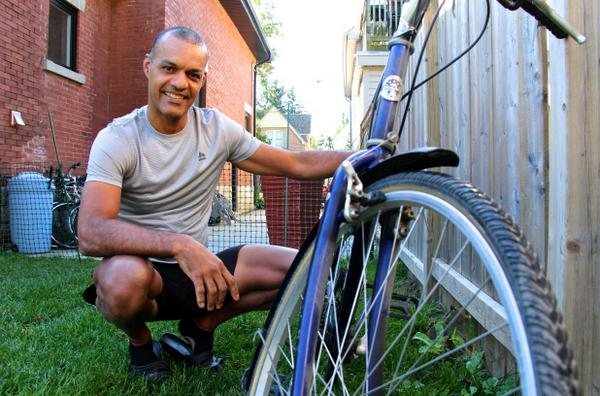 Need a bike? This #ldnont biz owner has been fixing some up to give away — free of charge: http://t.co/KTy4tQcaSZ http://t.co/GBFIrf6aOJ