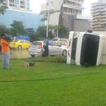 RT @TReporta: Camión se volcó en la Cinta Costera ➞http://t.co/UmREgdREDl #Panamá http://t.co/i3pvdtNDDx