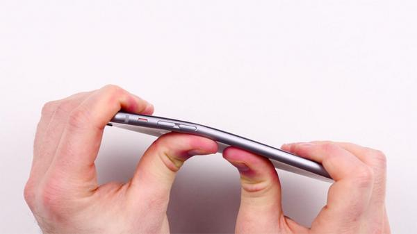 That bendable iPhone 6 screen isn't a feature http://t.co/hgoxeUTySK http://t.co/w3lhkTlBao