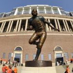 Grange statue is #4 on @NCAAFootball best statues list. What do you think, #Illini? VIDEO http://t.co/zcWiG1HPvh http://t.co/VmFDFiI4md