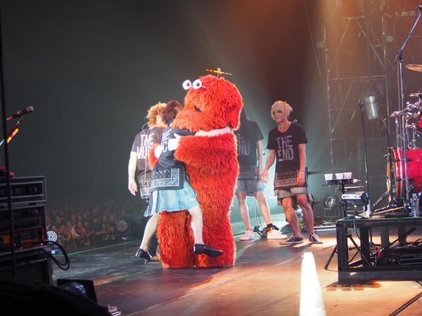 昨日ムックがこっそりお出かけしたと思ったら、MUCCさんのライブに行ってた! http://t.co/GfJRlZc4iE