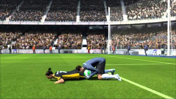 Un bug de FIFA 15 bloquea futbolistas en el medio campo atraídos por una fuerza desconocida http://t.co/3iPVTC8meC http://t.co/YL7HPFQgi4