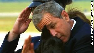 for everyone talking about #obama's salute, don't forget that bush did this as well in 2001 with his dog http://t.co/1zC1MfRXxn
