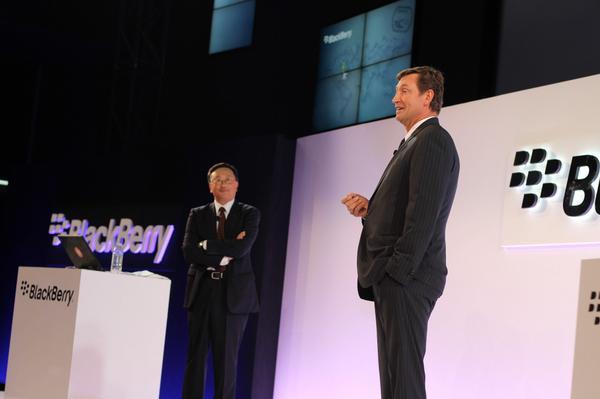 Oh hi, Wayne Gretzky.#BlackBerryPassport http://t.co/IPxJUWWmhV