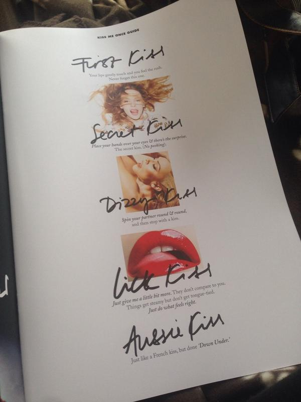 THERE IS A KISSING GUIDE IN @kylieminogue's TOUR PROGRAMME SO GREAT!!!