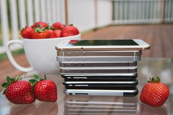 My now famous stack of 8 iPhones & their strawberry sidekicks ;) http://t.co/nhRYHTEgid