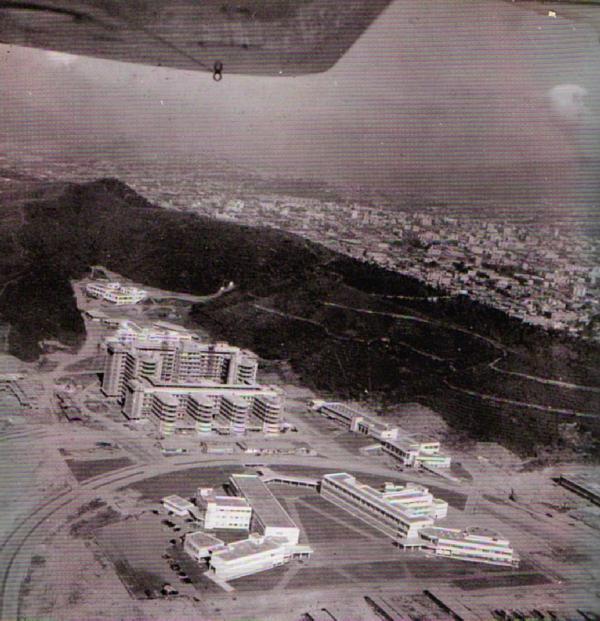 RT @tachirense89: Foto: Vista aérea del Hospital Clínico Universitario en construcción, Caracas, años 50. http://t.co/ri1JiwZh6g