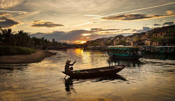 Incredible shot!!! RT @sylvainmarcelle: The eternal #Hoian sunset. #Vietnam http://t.co/9Zryrff2Cv