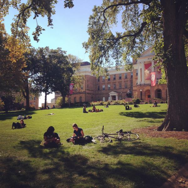Hey #Badgers! Today's warm fall weather means that it's the perfect day to take a #bascomnap.... http://t.co/RZQ1rpywS6