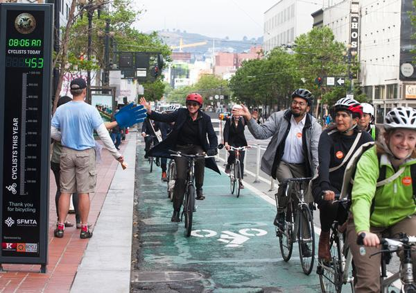 Keep riding to work, someone is counting on it. http://t.co/KoaJ9Y78Vr © @peopleforbikes http://t.co/fyws7pRkDH