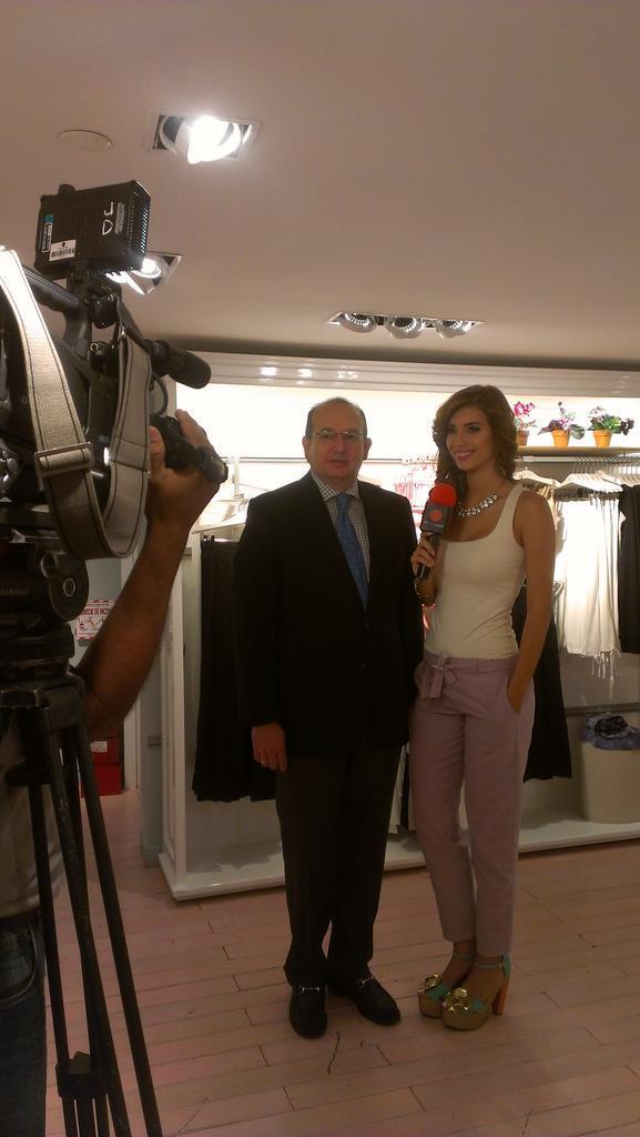 @rolmosJ Director de @ComercialAmand y @andreinacastro1 de @TelevenTV desde el lanzamiento de la nueva Casa #FruFru http://t.co/GeMs2IwqLi