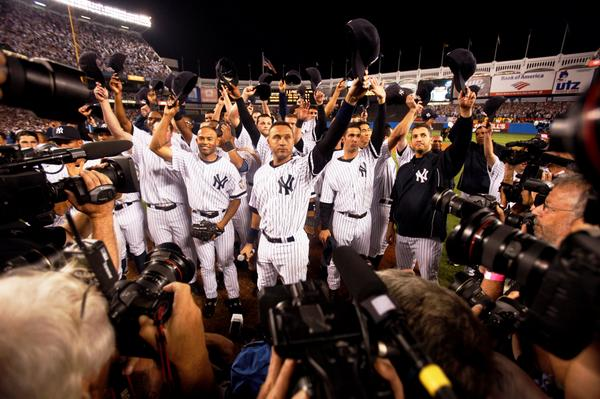 Tonight's #2's final game @ Yankee Stadium. Here he is after the original Yankee Stadium's last game #tbt #CaptainTBT http://t.co/D6zLHotaWW