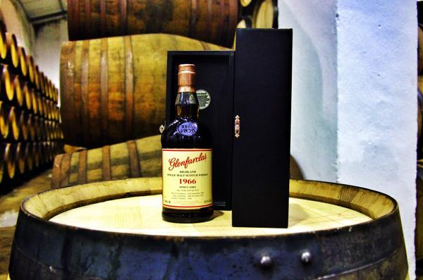 The reason I'm in Spain - the soon to be released @glenfarclas 1966 Fino Casks. Coming in November to a shop near you http://t.co/RAqqaajKpD