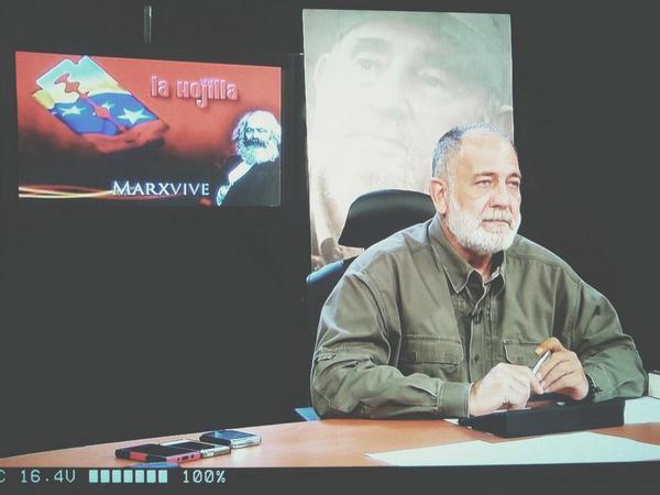 Mk Radio 104.9 FM (@MK104_9FM): Mario Silva: ¿porque usaron un cuchillo con Robert Serra? PRACTICA PARAMILIRAR. http://t.co/iJFewPI3WO http://t.co/wKQJD47DA2