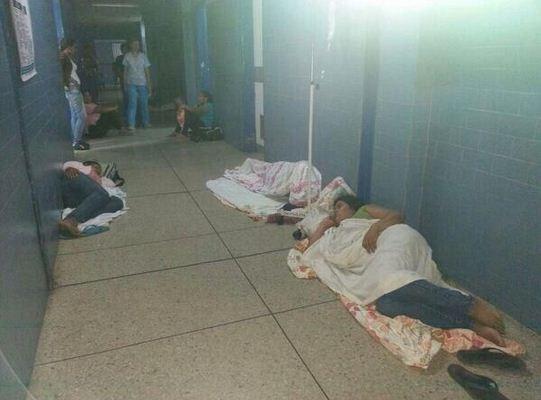 SuNoticiero (@SuNoticiero): Maduro dona $ 5 millones para combatir el ébola, y así está la salud en el país (FOTOS+VIDEOS) http://t.co/j020uQqvTJ http://t.co/zyQltr5OqB
