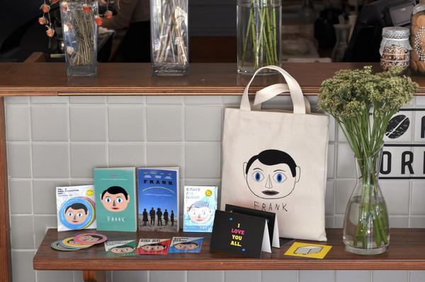 <프랭크>X페이퍼팩(@yourpaperpack) 콜라보로 이루어진 아트웍을 27일(토) 북촌영화산책 오픈마켓(2시~5시)에서 최초 판매합니다! 세트 구매시 종이가면 증정합니다 + 물롱 종이가면도 별도 구매 가능 http://t.co/x19OAywUU0
