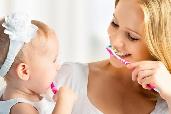 Как помочь ребенку когда режутся первые зубки
